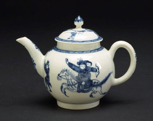 An image of Teapot and cover by Worcester