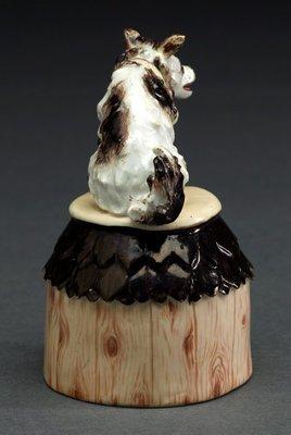 Alternate image of Dog on kennel by Meissen