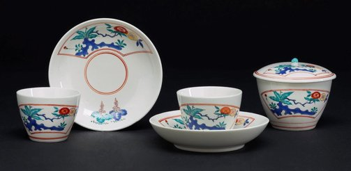 An image of Pair of tea bowls and saucers and a sugar bowl and cover by Chantilly porcelain manufactory