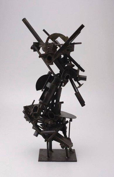 An image of No 102 Metal construction by Robert Klippel