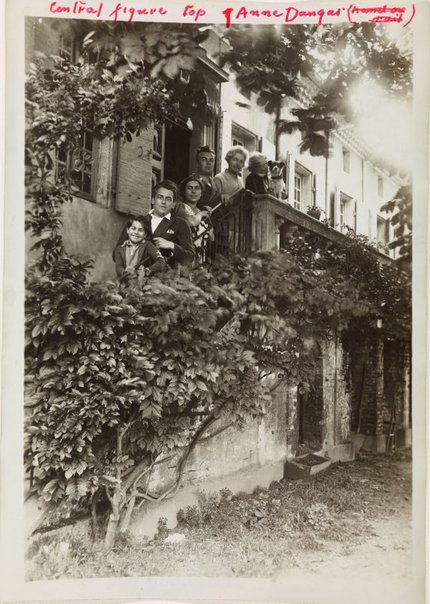 An image of Anne Dangar with friends on her verandah stairs at Moly-Sabata by Unknown