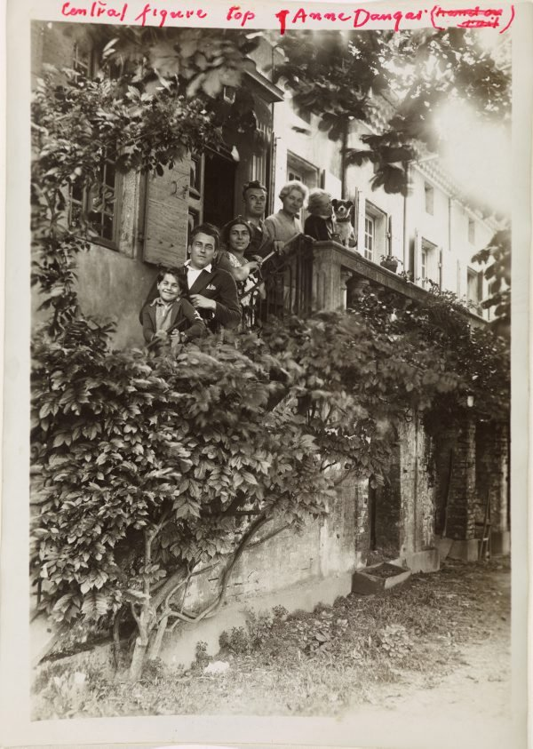 An image of Anne Dangar with friends on her verandah stairs at Moly-Sabata