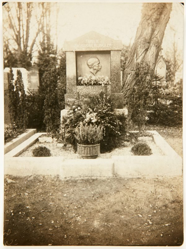An image of Image of tombstone for the family of Zacharias Klinger with portrait bronze plaque by Eleonore Lange