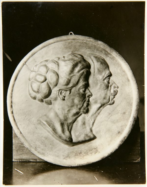 An image of Image of double portrait medallion by Eleonore Lange