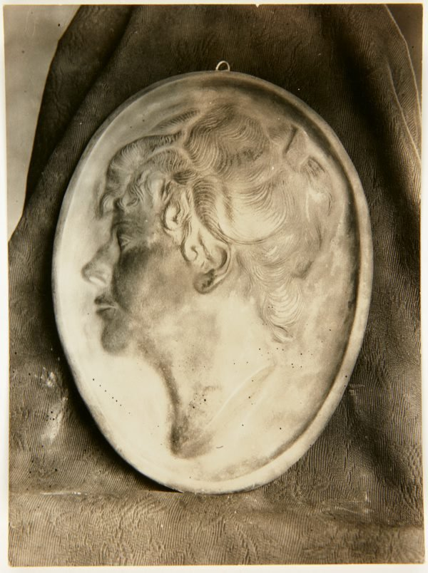 An image of Image of portrait medallion of a woman by Eleonore Lange