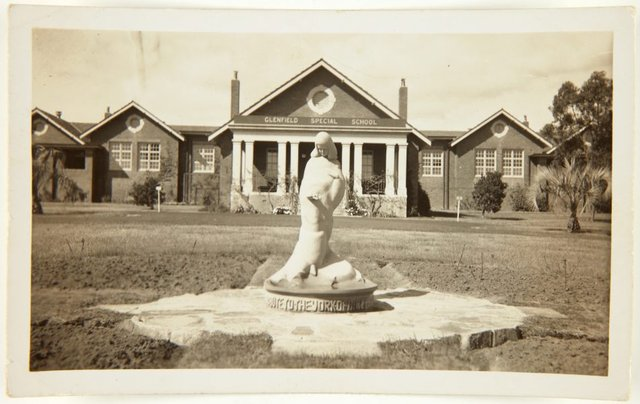 An image of Image of the 'Stargold birdbath' 1940 by Eleonore Lange in the grounds of the Special School, Glenfield