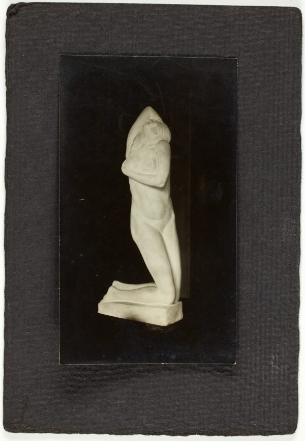 An image of Image of sculpture of kneeling nude woman by Eleonore Lange