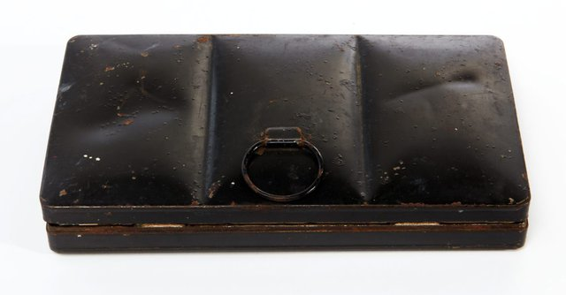 An image of Weaver Hawkins' watercolour paint box
