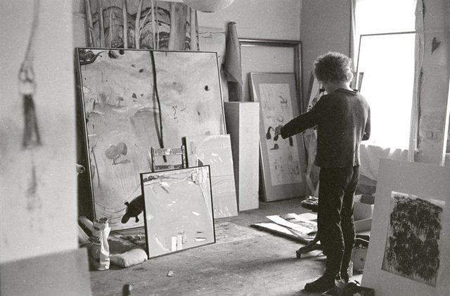 An image of Brett Whiteley in his studio