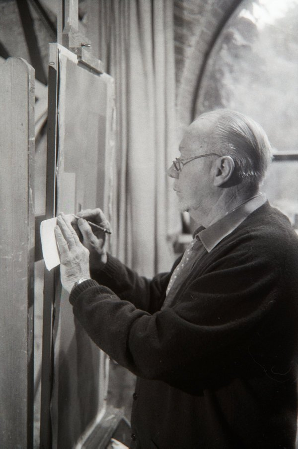 An image of Jeffrey Smart in his studio
