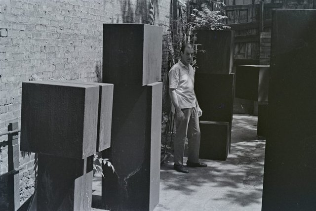 An image of Clement Meadmore with sculptures