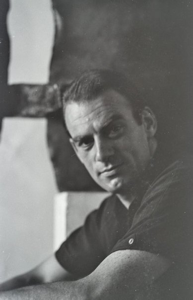 An image of Clement Meadmore by Robert Walker