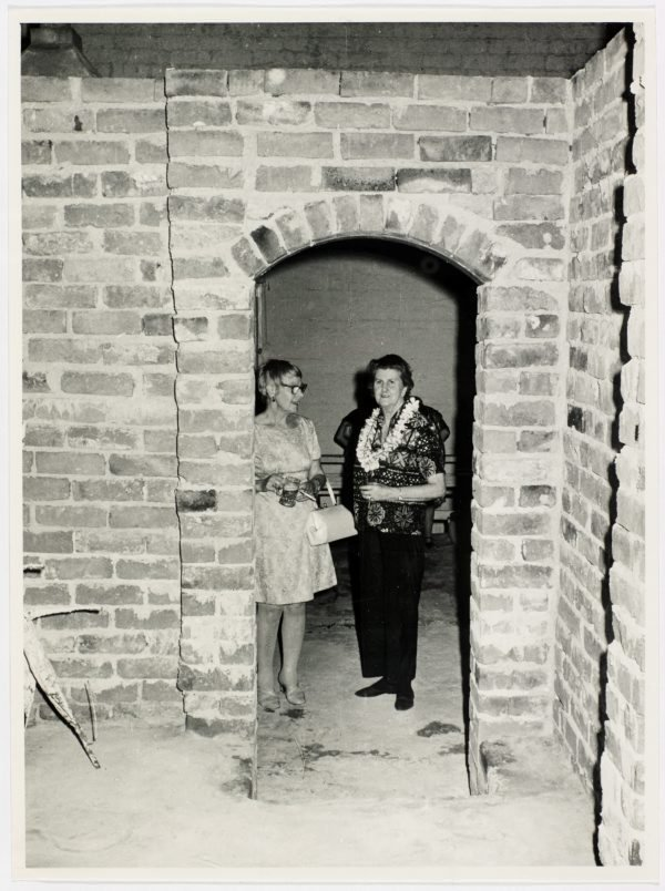 An image of Esther Missingham and Sheila McDonald at Sheila McDonald's party, Woolloomooloo