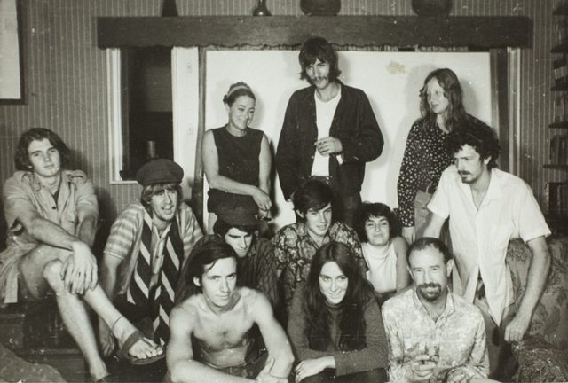 An image of Herbert Flugelman with his students during the construction of the 'Black box' 1969