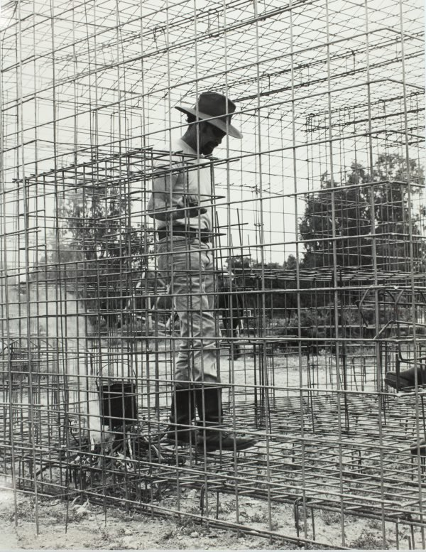 An image of Herbert Flugelman in his 'Australian cottage' 1973