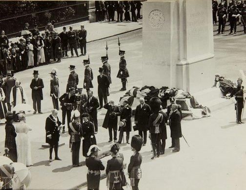 An image of The unveiling of the King Edward VII memorial by Bertram Mackennal in London by Central News Agency