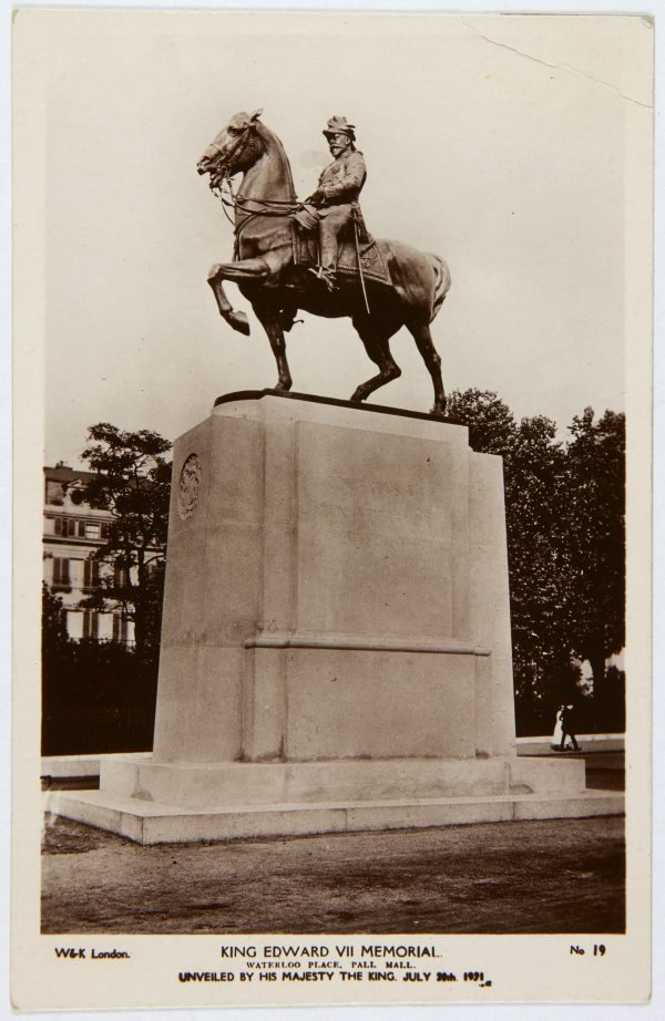 An image of Postcard depicting the King Edward VII memorial 1921 by Bertram Mackennal
