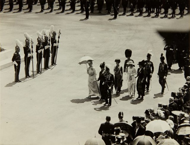 An image of King George VI proceeding to the unveiling of the memorial statue of King Edward VII by Bertram Mackennal in London