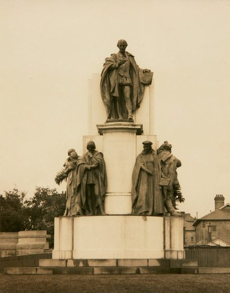An image of Image of the Shakespeare Memorial 1912-1926 by Bertram Mackennal by Unknown