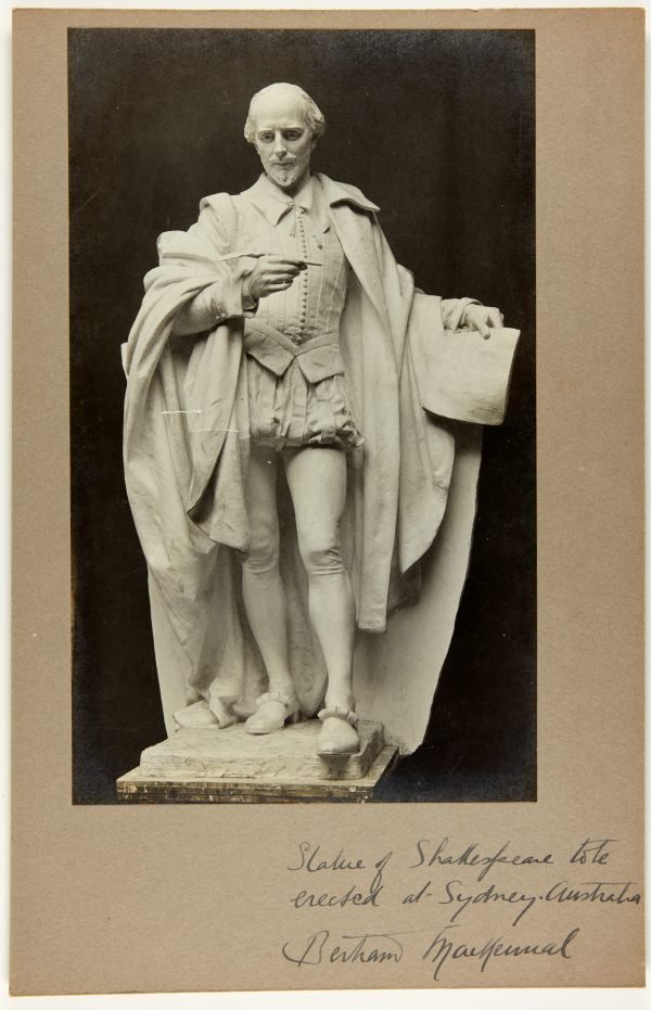 An image of Image of plaster cast of the figure of Shakespeare for the Shakespeare Memorial 1926 by Bertram Mackennal