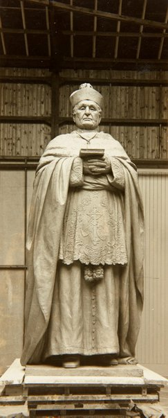 An image of Image of the statue of Archbishop Kelly 1931 by Bertram Mackennal by Unknown