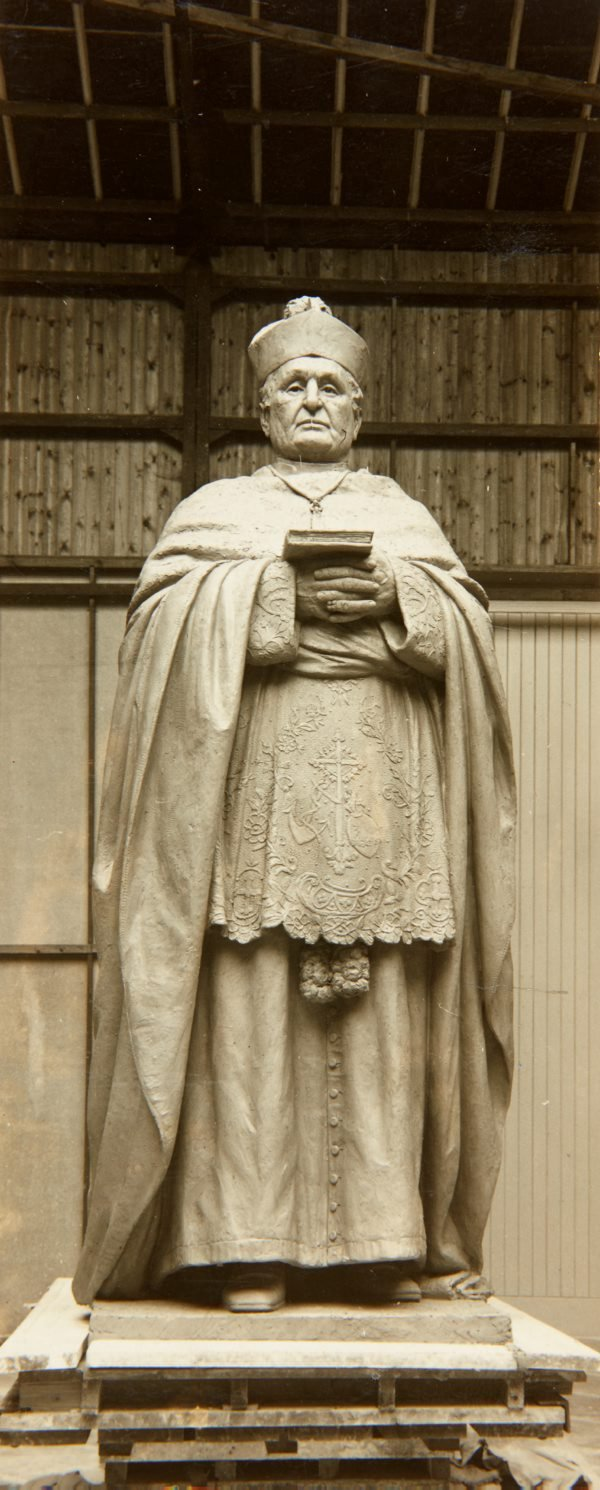 An image of Image of the statue of Archbishop Kelly 1931 by Bertram Mackennal