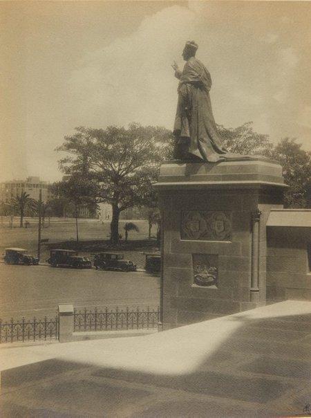 An image of Untitled (Statue of Cardinal Moran by Bertram Mackennal) by Harold Cazneaux