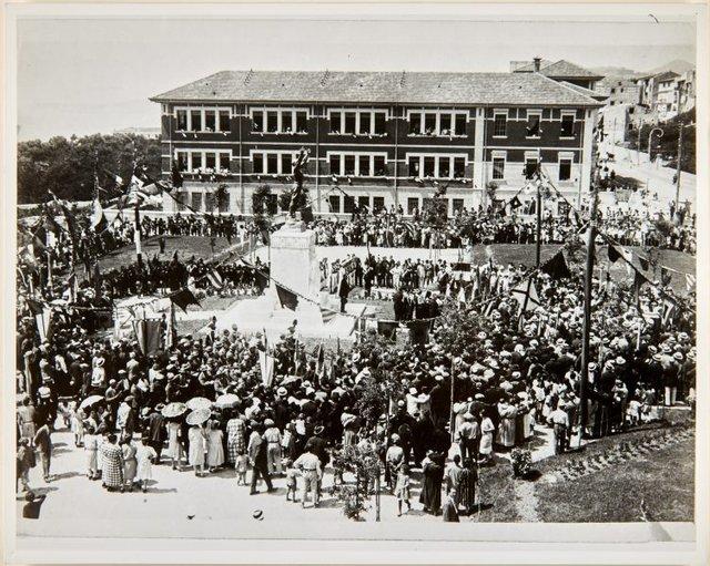 An image of Dedication of the Formia war memorial by Dora Ohlfsen