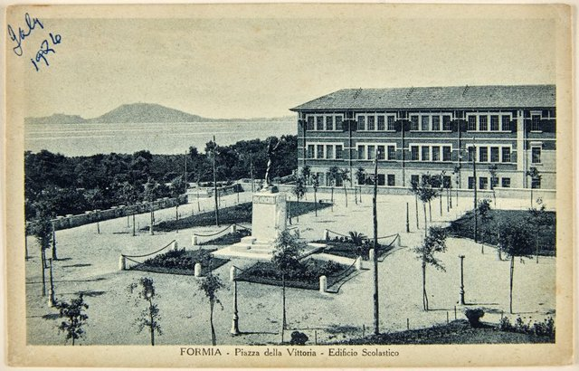 An image of Annotated postcard depicting the Piazza della Vittoria and war memorial by Dora Ohlfsen at Formia