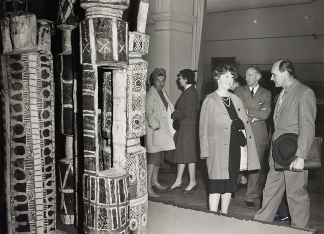 An image of Guests attending the ceremony for the installation of the Tutini (Pukumani grave posts) at the Art Gallery of New South Wales