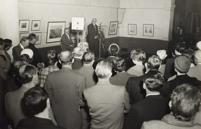 An image of Dr Scougall speaking at the installation of the Tutini (Pukumani grave posts) at the Art Gallery of New South Wales