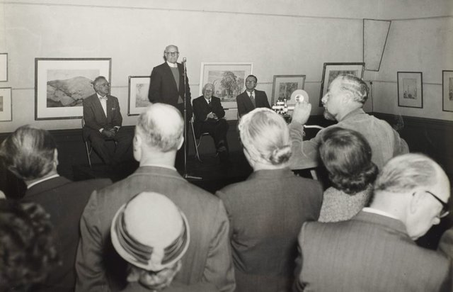 An image of Dr Scougall speaking at the ceremony to mark the installation of the Tutini (Pukumani grave posts) at the Art Gallery of New South Wales
