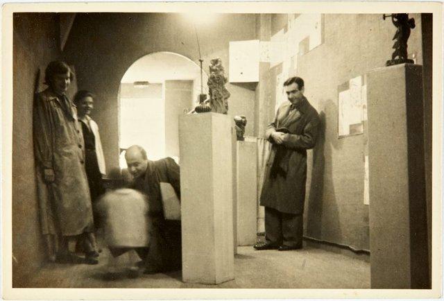 An image of Robert Klippel at his solo exhibition at Galerie Nina Daussett in Paris