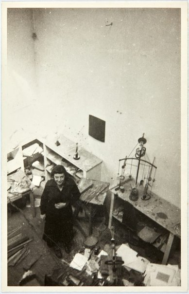 An image of Nina Mermey in Robert Klippel's Paris atelier by Robert Klippel