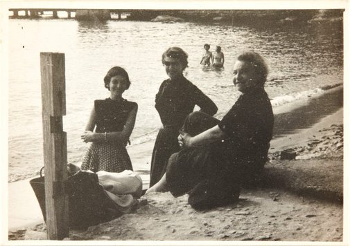 An image of Nina Mermey with Haide Klippel and Maria Brown at Watsons Bay by Robert Klippel