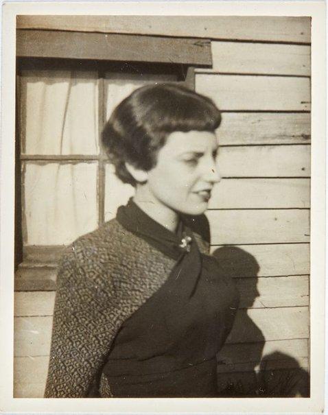 An image of Nina Mermey in Sydney by Robert Klippel