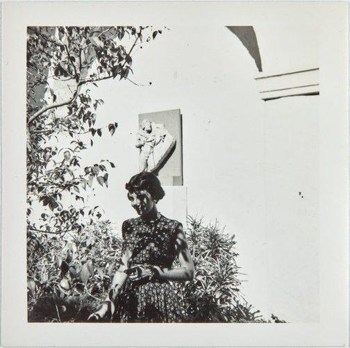 An image of Nina Mermey in Honolulu by Robert Klippel