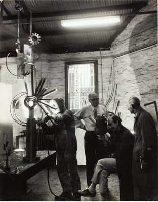Alternate image of Robert Klippel and Les Wild supervising the fabrication of 'Opus 264b' 1971 by Unknown