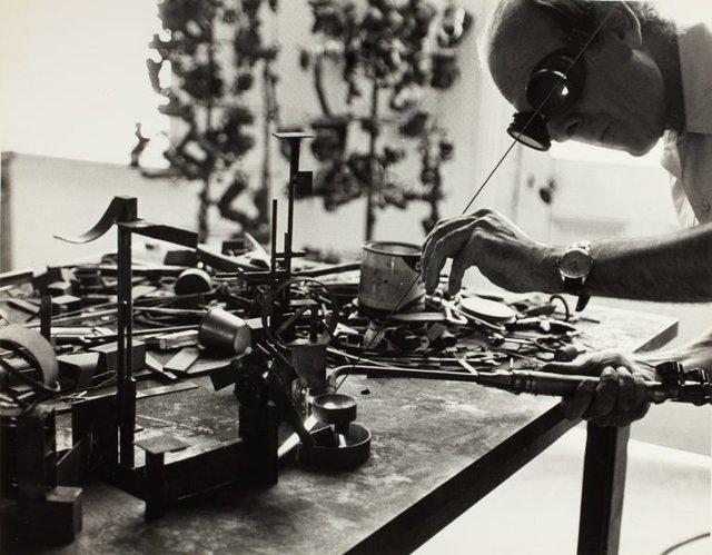 An image of Robert Klippel in his workshop