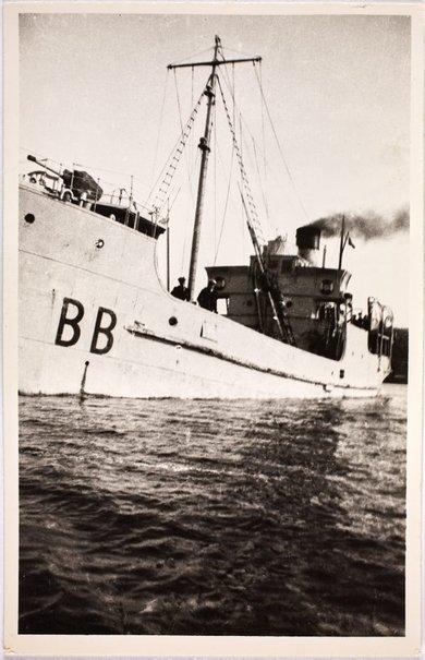 An image of HMAS Bombo with sailors on deck by Robert Klippel