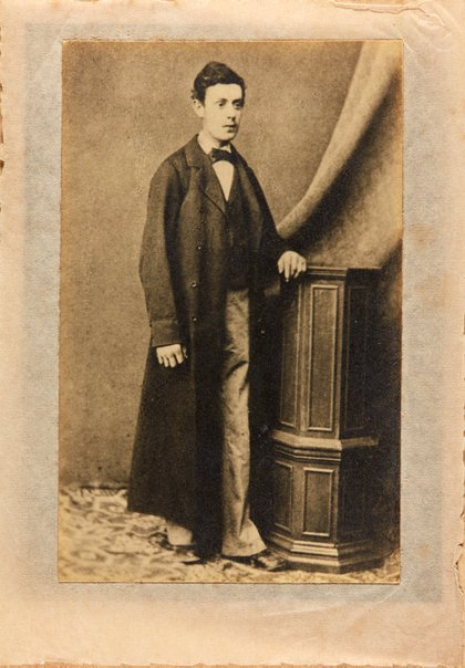 An image of Alec Klippel in London by Mindel and Faraday