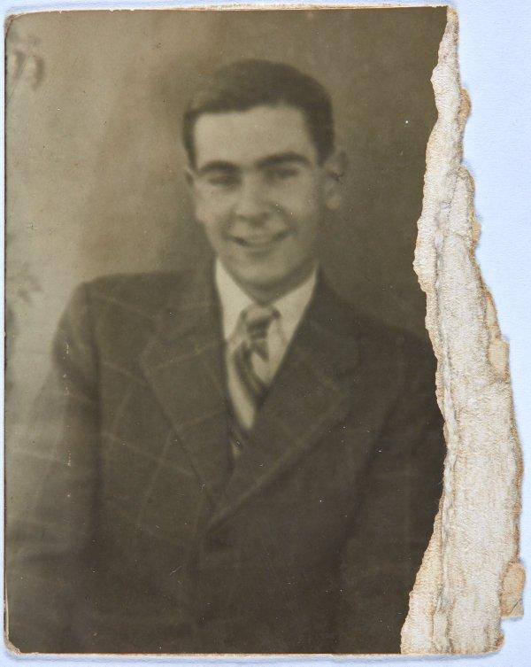 An image of Portrait of Robert Klippel wearing a suit