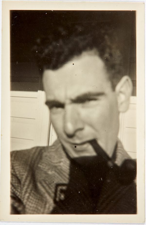 An image of Robert Klippel smoking a pipe in Bowral