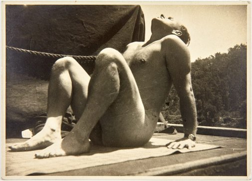 An image of Harry Boyd posing for the sandstone sculpture 'Opus 24' 1946 by Robert Klippel by