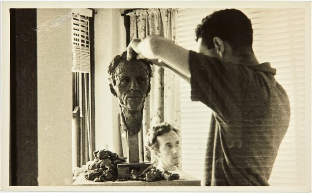 An image of Robert Klippel modelling the head of Cliff Brown