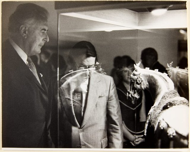 An image of Prime Minister Gough Whitlam and director Peter Laverty viewing works at the opening of 'The Chinese exhibition' at the Art Gallery of New South Wales