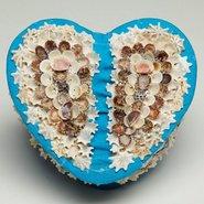 Image: Esme Timbery Heart shaped box 2006 © the artist.