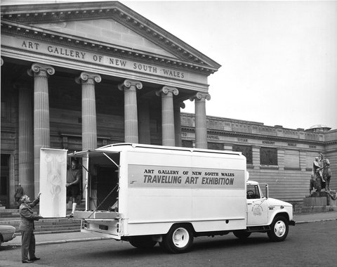 The Travelling Art Exhibition truck being loaded outside the Art Gallery of New South Wales, c. 1971. Photo: Australian News and Information Bureau. National Art Archive | Art Gallery of NSW