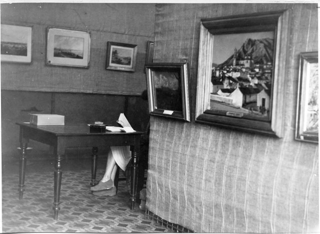 One hundred and fifty years of painting in Australia, Wagga Wagga, 1944. Photo by Ernest Tooley. National Art Archive   Art Gallery of NSW