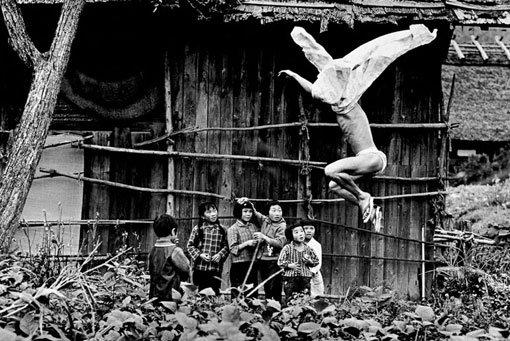 Resultado de imagem para Eikoh Hosoe, Kamaitachi #8 1965